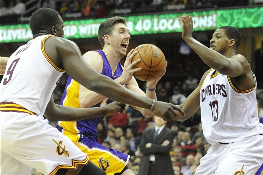 Los Angeles Lakers  Hanging On Despite Rotation Catastrophe df05f2b0f