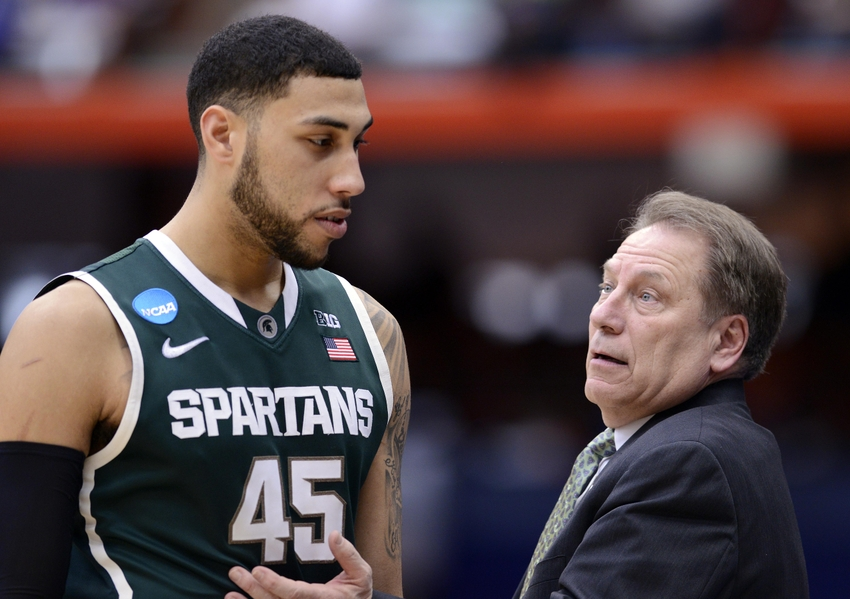 Mar 29, 2015; Syracuse, NY, USA; Michigan State Spartans Head Coach Tom  Izzo Talks To Michigan State Spartans Guard Denzel Valentine (45) During  The Second ...