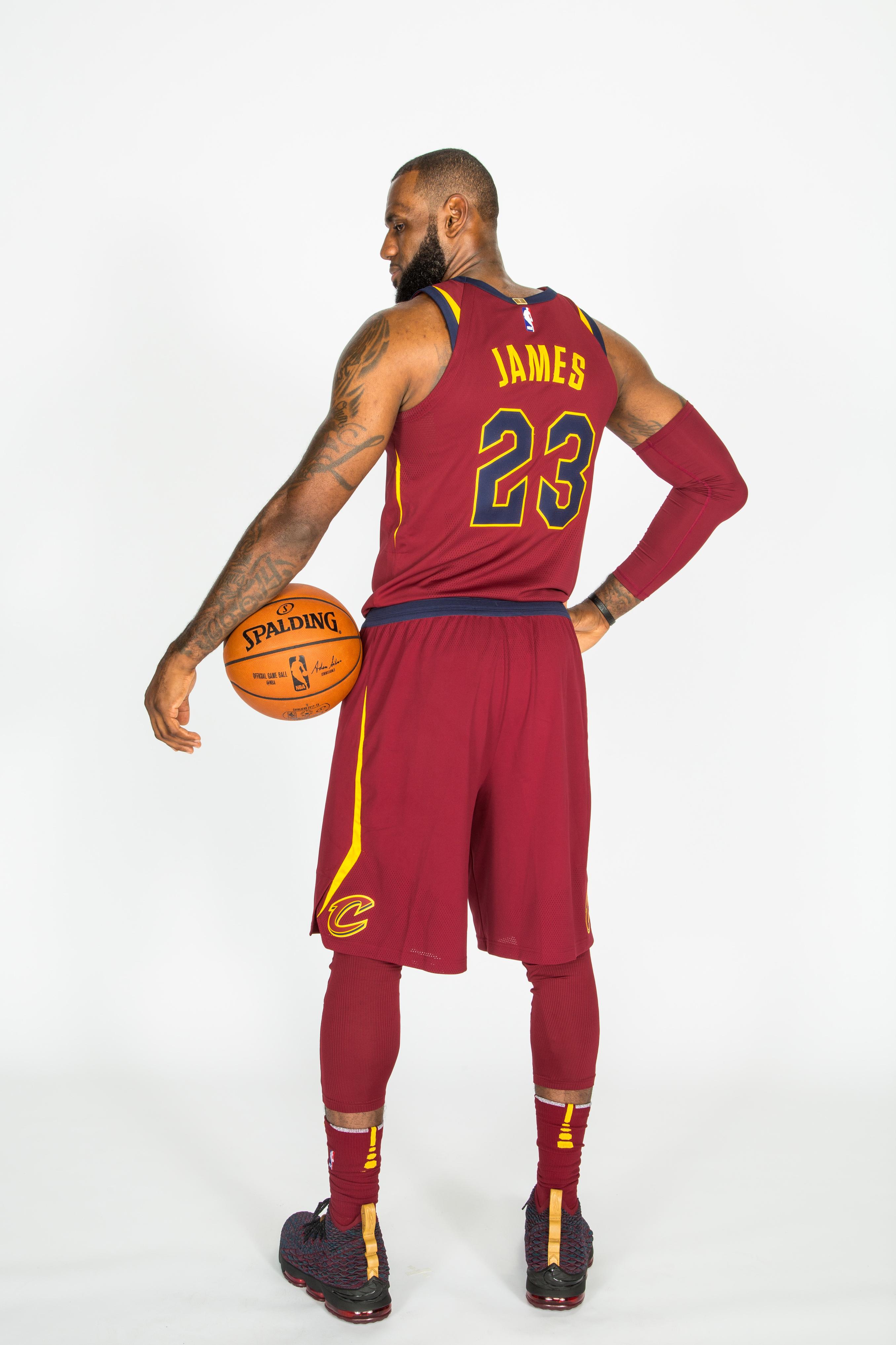 "fd6b126834b Unboxing   Nike LeBron 15 ""New Heights"" – Sir Pierre s Godispåse"