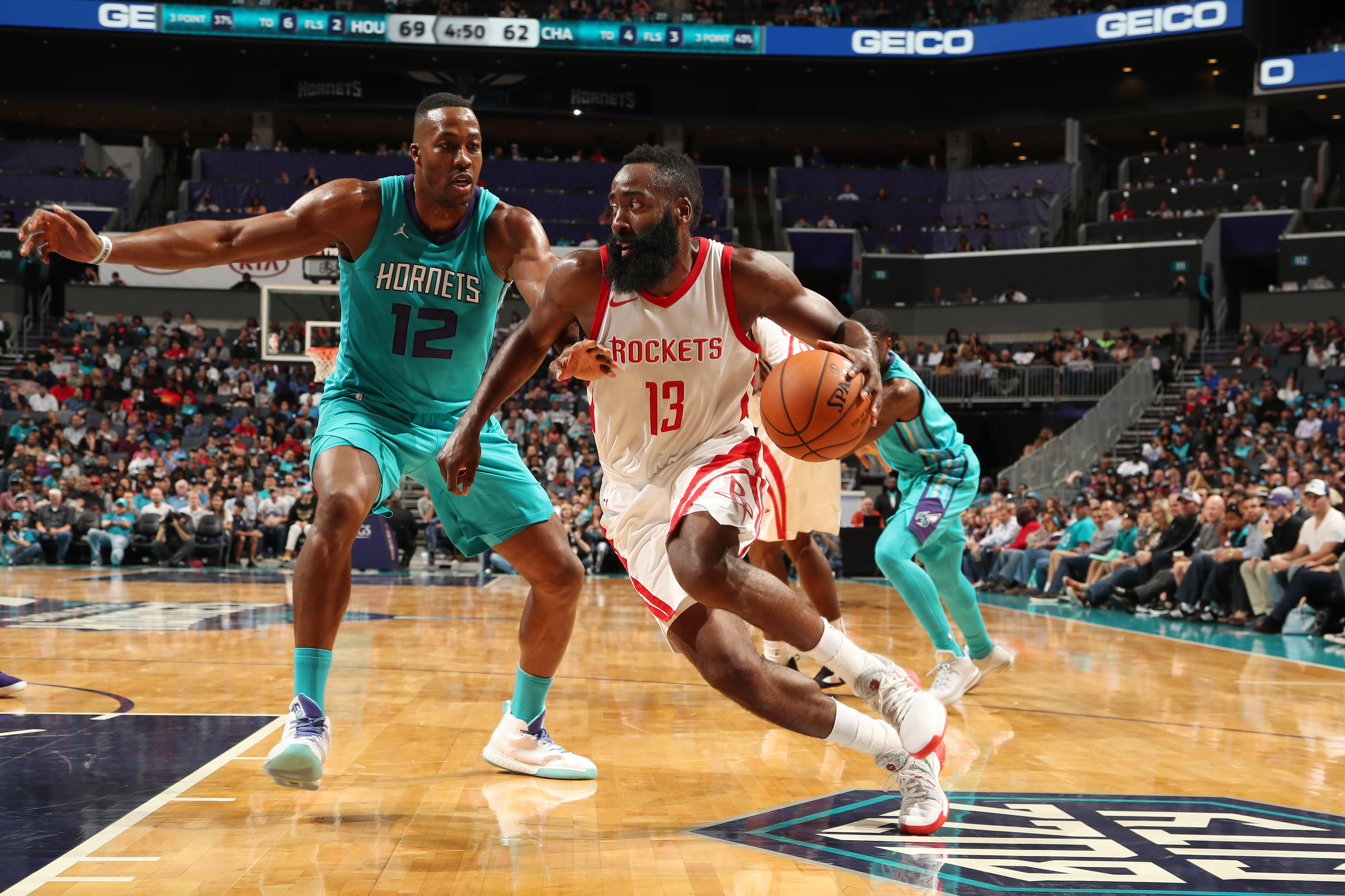 Walker powers Hornets past Magic
