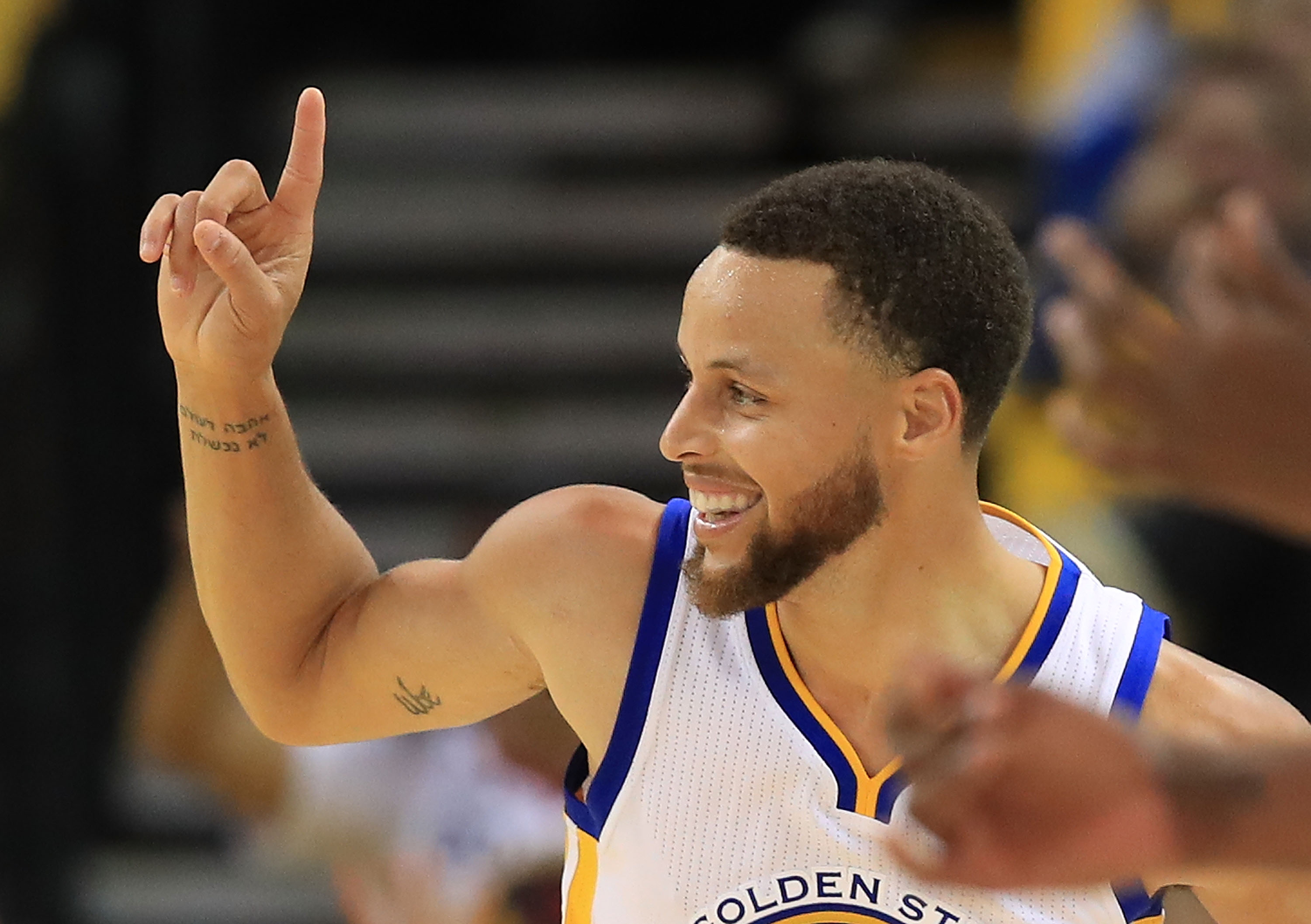 Warriors' Curry out at least four more games
